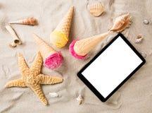 Colheres do gelado no Sandy Beach Foto de Stock Royalty Free