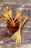 Colheres e forquilhas de madeira Fotografia de Stock Royalty Free