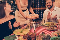 Colhido, close-up da alegre elegante elegante à moda bonito imagens de stock royalty free