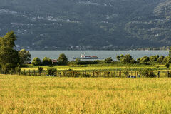 Colico & x28; Lecco& x29; en het meer van Como Royalty-vrije Stock Fotografie