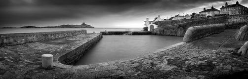 Coliemore hamn och Dalkey ö Arkivbild