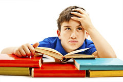 Écolier fâché avec des difficultés d'étude, recherchant Image libre de droits