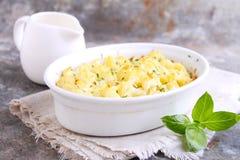 Coliflor cocida al horno con queso Fotos de archivo