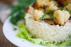 Coliflor frita con arroz hervido Fotografía de archivo