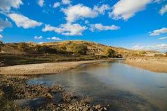 Colina bajo el cielo azul Imagen de archivo libre de regalías