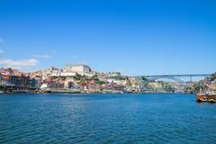 Colina con la ciudad vieja de Oporto, Portugal Foto de archivo
