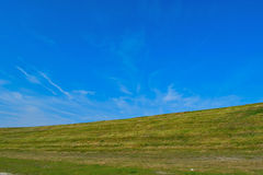 colina con un fondo del cielo Fotos de archivo