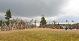 Colina cruzada antes en el tiempo de la lluvia, Lituania Fotografía de archivo libre de regalías