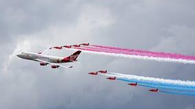 COLINA DE BIGGIN, KENT/UK - 28 DE JUNIO: Virgin Atlantic Boeing 747-400 fotografía de archivo