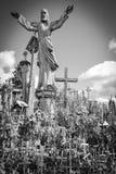 Colina de cruces, cerca de Siauliai, Lituania, debajo de la estatua Fotografía de archivo