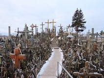 Colina de las cruces, Lituania imagenes de archivo