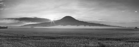 Colina de Oblik República Checa Es la colina única del basanite Imagen de archivo libre de regalías