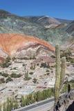 Colina de siete colores en Jujuy, la Argentina. Foto de archivo libre de regalías