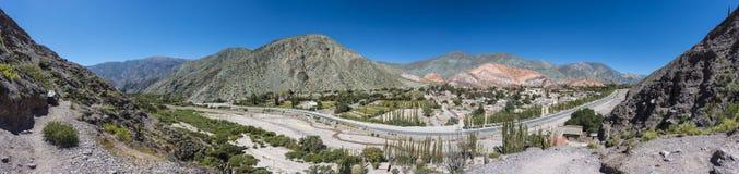 Colina de siete colores en Jujuy, la Argentina. Imagen de archivo