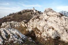 Colina de Svaty Kopecek de la colina del hora de Olivetska sobre Mikulov en Moravia del sur Imagen de archivo libre de regalías