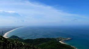 Colina del cielo del mar Imagen de archivo