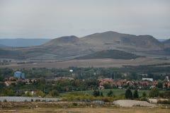 Colina del Rana en montañas centrales checas en el otoño del principio el 22 de septiembre de 2018 en la tarde fotos de archivo