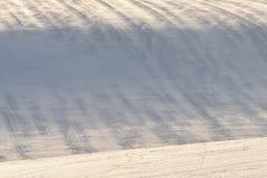 Colina Nevado con las rayas en campo imagenes de archivo