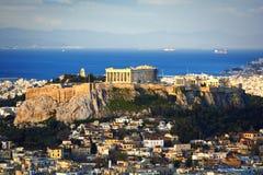 Colina y Plaka de la acrópolis Fotos de archivo libres de regalías