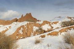 Colinas anaranjadas en la nieve Imágenes de archivo libres de regalías