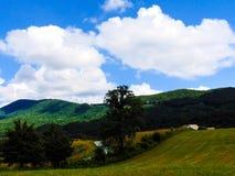 Colinas de la montaña del balanceo Imagenes de archivo