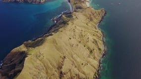 Colinas de la sabana en la isla de Padar almacen de metraje de vídeo