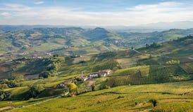 Colinas de los viñedos de Langhe e Roero, Piamonte, Italia Foto de archivo libre de regalías