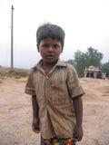 Muchacho indio pobre imagenes de archivo