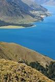 Colinas herbosas sobre el lago Hawea Imágenes de archivo libres de regalías