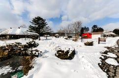 Colinas Nevado en el campo de Japón por mañana Fotografía de archivo libre de regalías