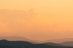 Colinas toscanas en la puesta del sol imagen de archivo libre de regalías