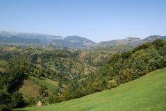 Colinas verdes en Transilvania Fotos de archivo
