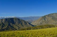 Colinas y montañas, Kadamzhai, Kirguistán Fotografía de archivo libre de regalías