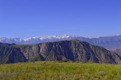 Colinas y montañas, Kadamzhai, Kirguistán Fotos de archivo