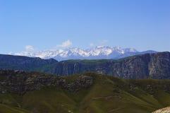 Colinas y montañas, Kadamzhai, Kirguistán Imagen de archivo libre de regalías