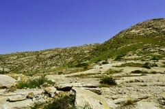 Colinas y montañas, Kadamzhai, Kirguistán Imágenes de archivo libres de regalías