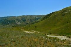 Colinas y montañas, Kadamzhai, Kirguistán Fotos de archivo libres de regalías