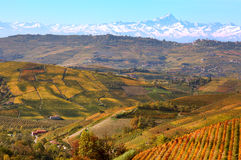 Colinas y montañas. Piamonte, Italia. Imagen de archivo libre de regalías