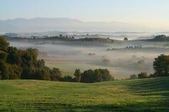Colinas y niebla Fotos de archivo libres de regalías