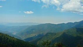 Colinas y valle hermosos Foto de archivo