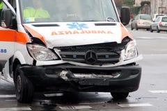 Colisão da ambulância de frente Fotos de Stock