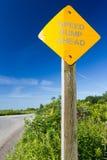 Colisão de velocidade do sinal de estrada adiante Fotos de Stock Royalty Free