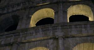 Colisé de nuit Point de repère romain antique banque de vidéos