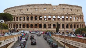 Colisé romain Beaux vieux hublots à Rome (Italie) banque de vidéos