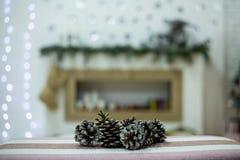 Colisões em um fundo do Natal imagens de stock royalty free