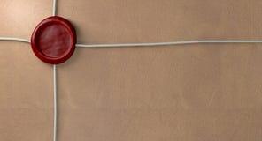 Colis avec le joint et la ficelle rouges de cire photos libres de droits