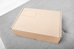 colis Boîte en carton dans l'intérieur photographie stock libre de droits
