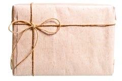 Colis enveloppé en papier brun photos libres de droits