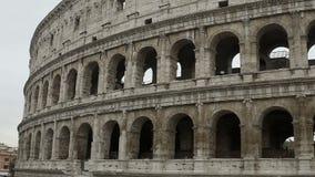 Coliseo, anfiteatro antiguo en el corazón de Italia, atracción famosa almacen de metraje de vídeo