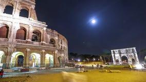 Coliseo de Roma por noche almacen de metraje de vídeo